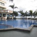 Palu.Hotel_Swiss_Bell_swimming_pool