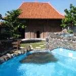 Yogyakarta.Tembi.huis_en_zwembad.08