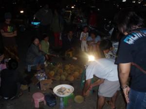 Durian eten met de locals